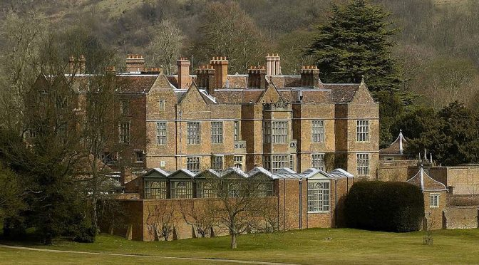 Chequers - photo by Stephen Simpson (Public Domain)